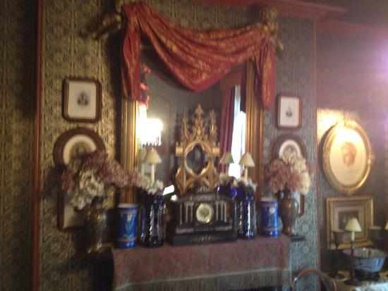 The Victorian Bed and Breakfast: Breakfast Room