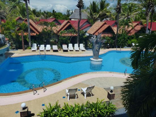 Laguna Beach Club: Deep end of the pool.