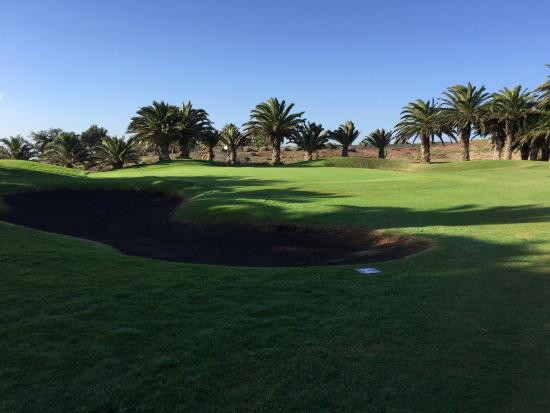 Costa Teguise Golf Club: Crushed lava rocks instead of sand in the bunkers