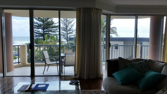 Oceana on Broadbeach: Room 73 Living room paid $543 a night not worth it.