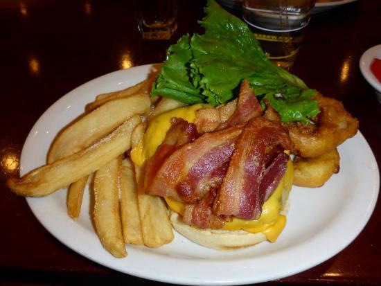 Junior's Restaurant: Junior's bacon cheeseburger