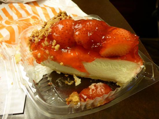 Junior's Restaurant: Junior's strawberry cheesecake