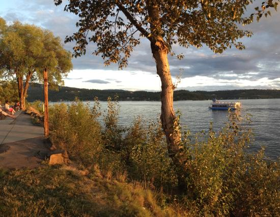 Coeur d'Alene City Park and Independence Point: A dinner boat from the park at lake CoeurDeAlene