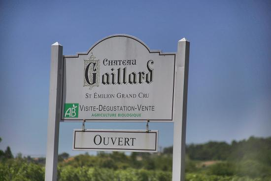 Saint-Hippolyte, France: The sign by the road at the west end: