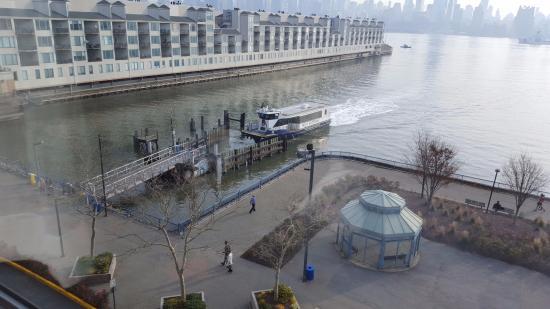 Weehawken, NJ: Waterway Ferry desde mi habitación del Sheraton Lincoln Harbor