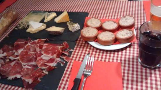 Sitio: Jamón, quesos y rillette!