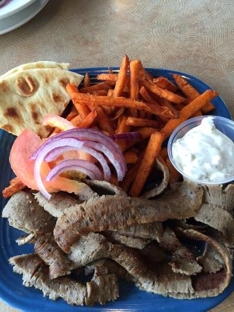 Fillmore, Калифорния: Gyro Plate with sweet potato fries instead