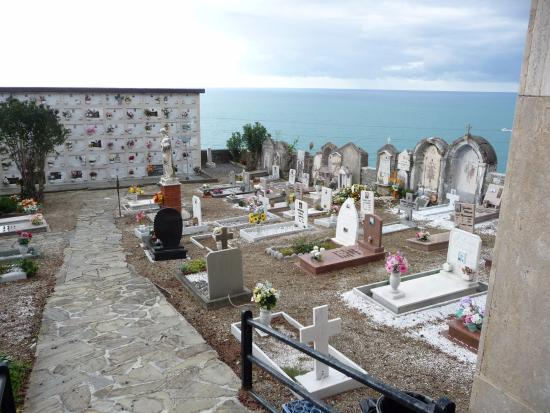 Vernazza, Italie : View from cemetery on trail to Sanctuary
