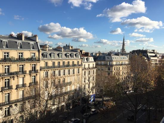 Helzear Champs Elysees : View from 6th floor room, Avenue Marceau