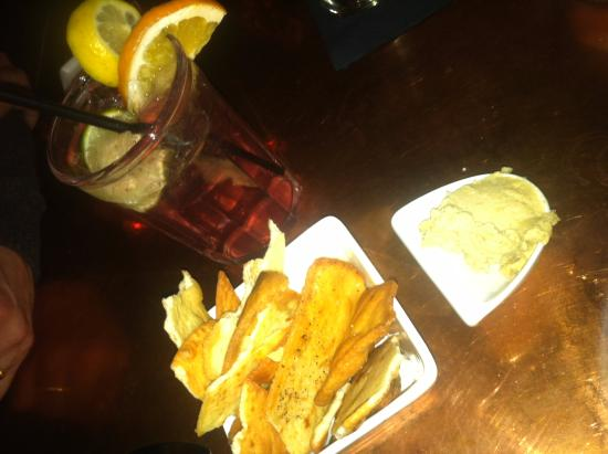 Littleton, Nueva Hampshire: Hummus and Pita Chips at Bailiwicks