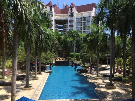 Novotel Surabaya Hotel and Suites: photo0.jpg