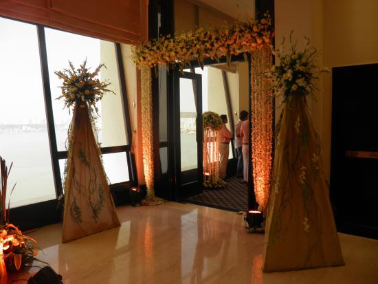 Sal n de fiestas picture of trident nariman point for Act point salon review