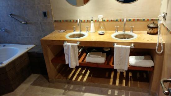 Lirolay Suites: BAÑO CON YACUZZI