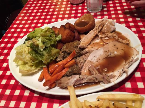 Christmas Dinner Pictures.Christmas Dinner Turkey With Yorkshire Pudding Complete