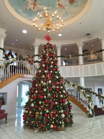 Williamsburg, KY: Christmas Day Decorated Tree in the Lobby