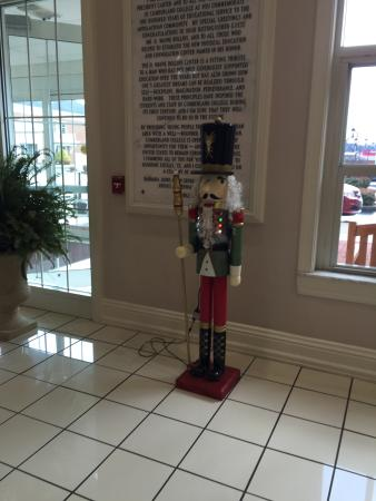 Williamsburg, KY: Christmas Day Nutcrackers in the Lobby