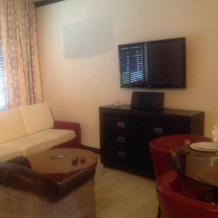 Tradewinds Apartment Hotel: Lounge