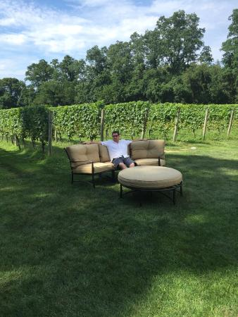 Smithtown, NY: relaxing Sunday afternoon, sipping wine and listening to live music