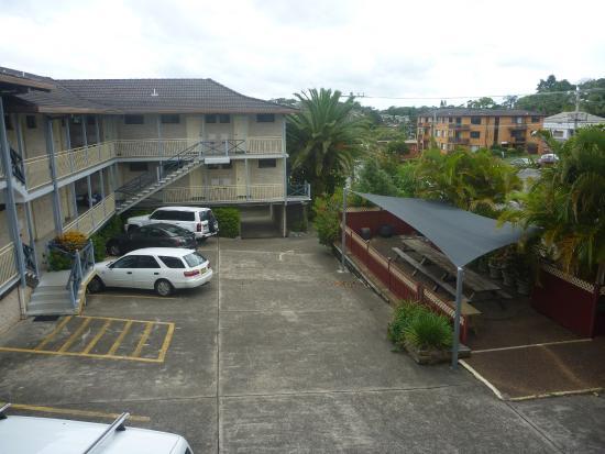 Excelsior Motor Inn: Accommodation parking area