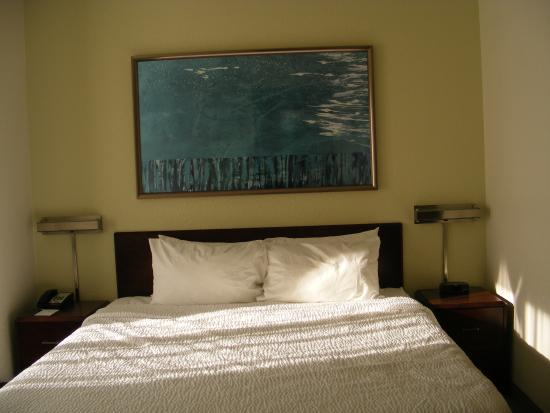 SpringHill Suites Danbury: bed, king