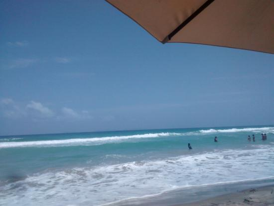 Hotel Le Flamboyant: Playa en frente del hotel