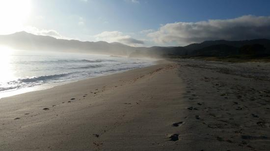 Great Barrier Island, Nueva Zelanda: Morning Sea Mist, Medlands Beach
