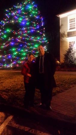 Wethersfield, CT: Christmas Tree outside the restaurant