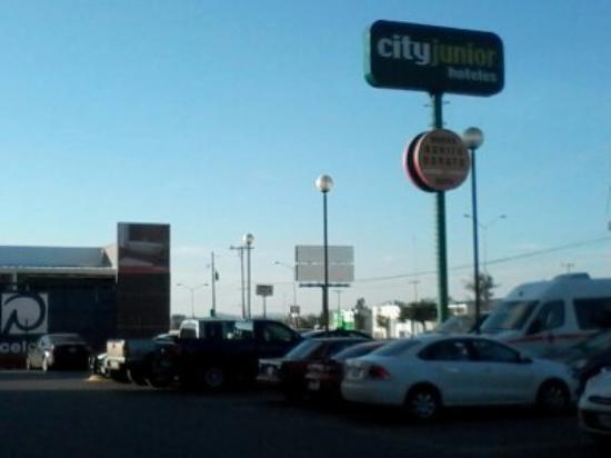 City Express Junior Chihuahua: el frente del hotel