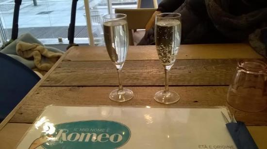 MiaGola Caffe: Cheers
