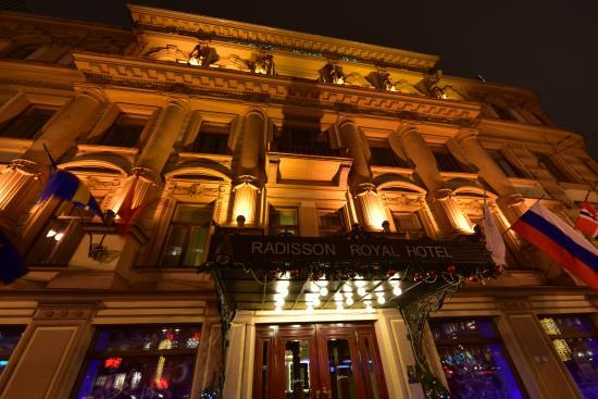 Radisson Royal Hotel, St.Petersburg: Hotel by night