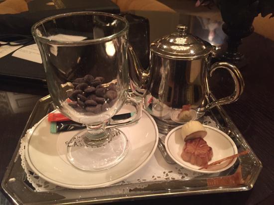 Grand Hotel Casselbergh Bruges: Hot chocolate service