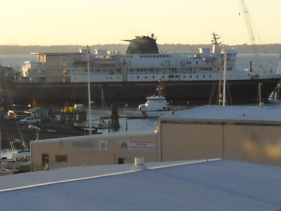 Fairhaven Village Inn: Alaska State Ferry View From Room & Warehouses in Front