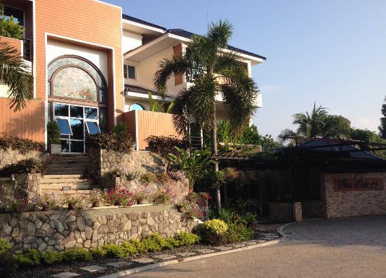 Bangsaen, تايلاند: หน้าตึกที่พัก