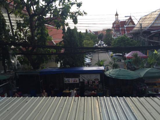 Rambuttri Village Inn & Plaza: Rambuttri road view