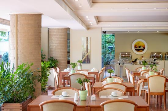 The Blazer Suites Hotel: Breakfast