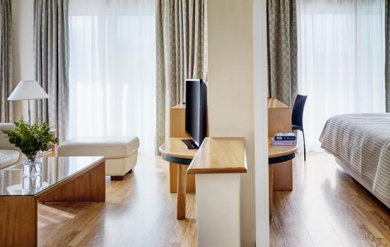 The Blazer Suites Hotel: Corner Suite Overview