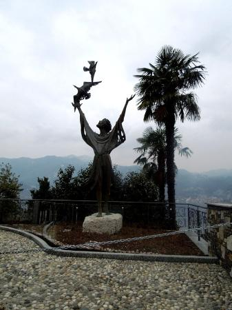 Lake Orta: св.Франциск над озером