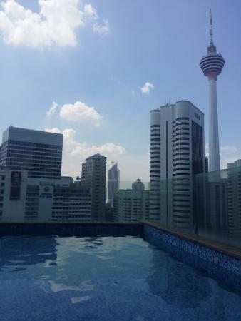 Fraser Place Kuala Lumpur: Spectacular view from the outdoor pool