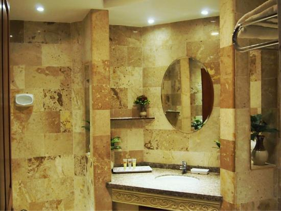 Pacific Club Resort: Recently renovated granite bathrooms in all rooms