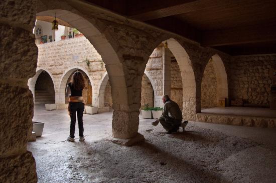 معلولا, سوريا: Внутренний двор церкви