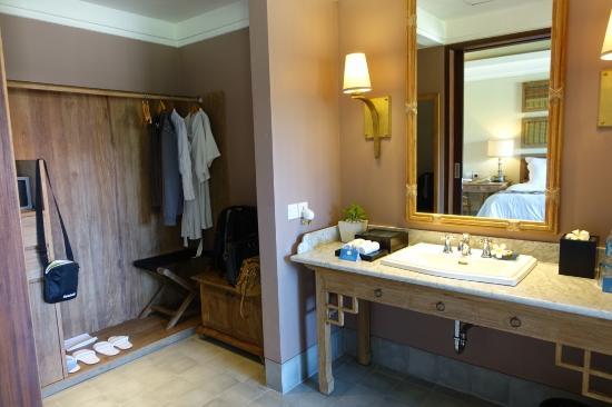 Sudamala Suites & Villas: Wardrobe space