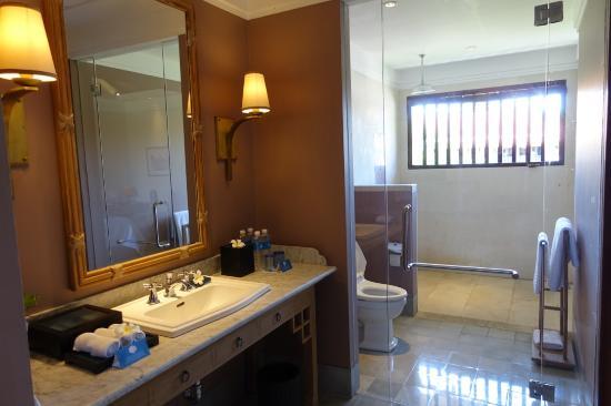 Sudamala Suites & Villas: Spacious bathroom