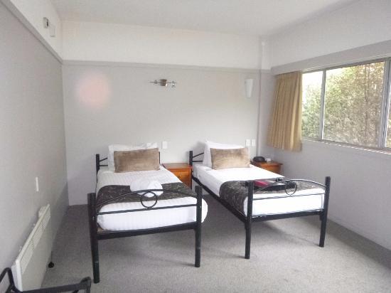 Rydges Lakeland Resort Hotel Queenstown: Our bedroom - bunk beds