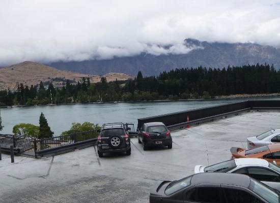 Rydges Lakeland Resort Hotel Queenstown: Top carpark which we discovered, has better view than our room