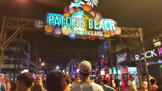 Sabaidee Patong Guesthouse : 20160103_214549_large.jpg