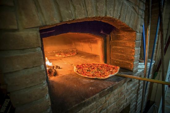 Capannoli, Italia: Il pizzone cotto al forno a legna