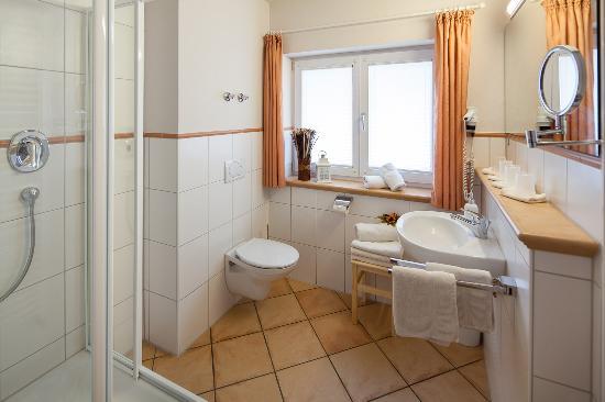 Oberstdorfer Ferienwelt: Badezimmerbeispiel Ferienwohnung