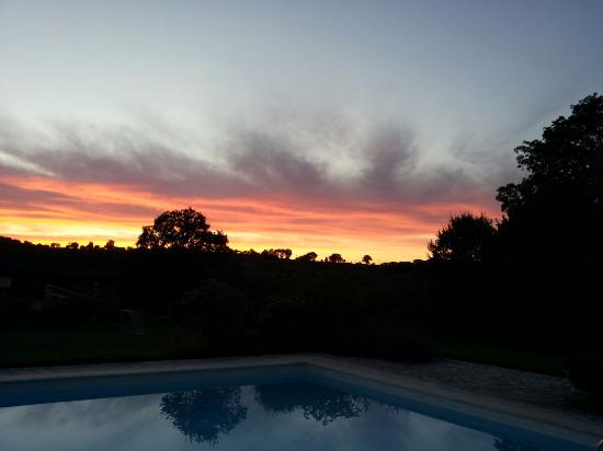 Montebuono, Italien: tramonto bordo piscina