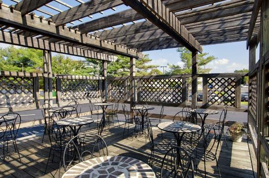 BEST WESTERN Annapolis: Patio/Deck