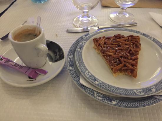 Flor Dos Arcos: dessert gâteau aux amandes